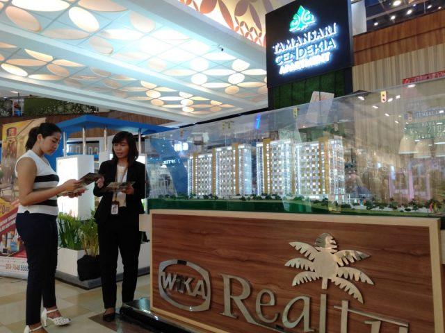 PAMERAN PROPERI- Sebanyak 10 pengembang perumahan dan satu tenant pendukung turut meramaikan Pameran Property Expo Semarang, yang digelar mulai 13 - 24 Februari 2020, di Atrium Mal Ciputra Semarang. FOTO : ANING KARINDRA/JATENG POS