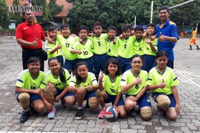 JUARA VOLLY: SD N Srondol Kulon 02 mearih juara 1 pada lomba volly POPDA tingkat Kecamatan. Selamat dan sukses.