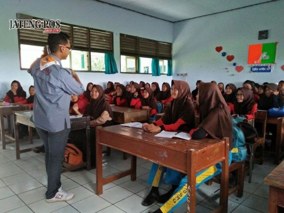 ANAK KOMPAS: Latihan Rutin Kompas(Pramuka/Paskibra).SMP N 28 Semarang.Kec Tugu.Kota Semarang.
