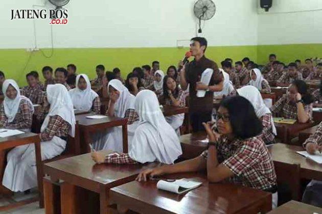 GEBER SEPTI: Sosialisasi Geber Septi di SMP N 13 Semarang, bekerja sama dengan Dinas Pemberdayaan Perempuan dan Perlindungan Anak Kota Semarang. Anak-anak sangat antusias dan aktif mengikuti acara tersebut