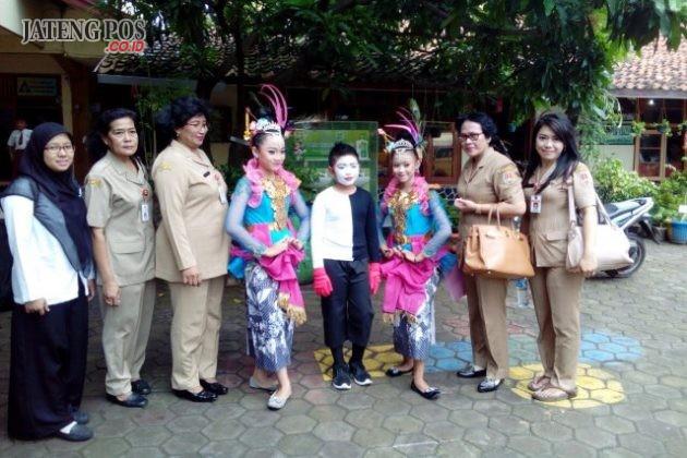 TAMPIL : Anak anak hebat. Siswa -siswi SDN Bugangan 03 menampilkan kebolehannya di TVRI Jawa Tengah.Salam PPK.