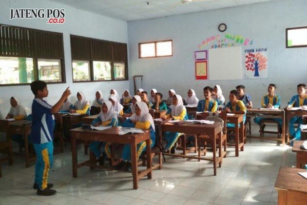 ANAK HEBAT: Presentasi pelajaran Bahasa Jawa KD Memahami isi teks cerita Ramayana, SMPN 28 Semarang Kec. Tugu Kota Semarang.