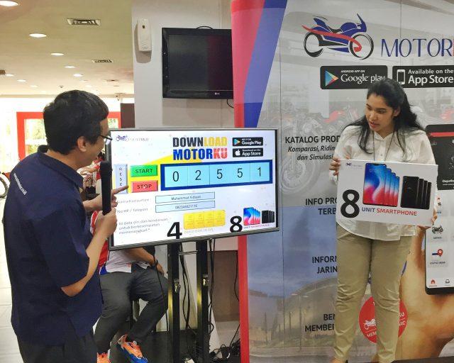 Proses pengundian 4 logam mulia dan 8 smartphone bagi pengguna aplikasi Motorku sebanyak 16.673 konsumen yang bertempat di Astra Motor Center Jakarta (5/12/2018).