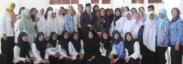 BERSAMA – Walikota Pekalongan HM Saelany Machfudz bersama para guru peserta Workshop Penguatan Karakter Pendidik Anak Usia Dini