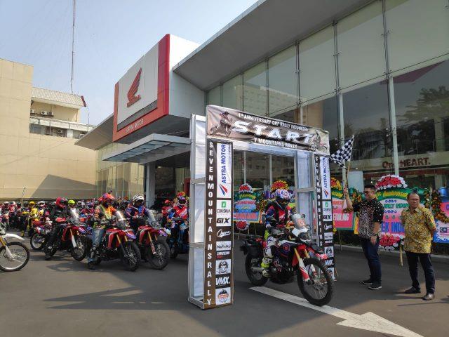 HONDA BIKERS DAY: Pelepasan peserta Honda Bikers Day bersama komunitas Honda CRF 250 di kantor main dealer Astra Jateng.