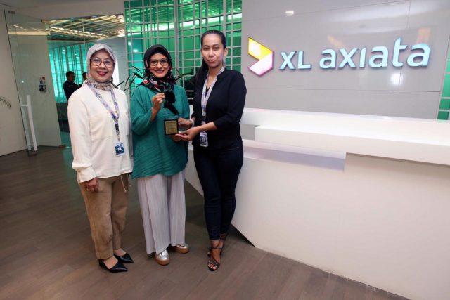 PENGHARGAAN- Presiden Direktur & CEO PT XL Axiata Tbk (XL Axiata), Dian Siswarini, kembali meraih penghargaan dari masyarakat atas kiprahnya di industri telekomunikasi. FOTO : IST/ANING KARINDRA/JATENG POS