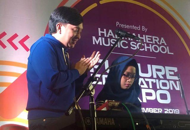 "EDUKASI : Yovie Widianto Musisi Ternama, tengah memberikan edukasi generasi musik dalam event "" Future Edication Expo 2019 "" di Mal Paragon, Semarang. Foto : DWI SAMBODO/JATENG POS."