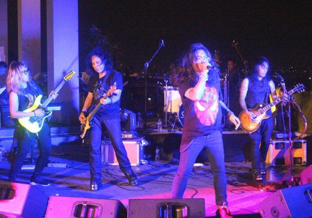 """GAHAR: Deretan rocker legendaris tanah air tampil maksimal menghibur pecinta musik rock dalam event """"Rock 80s Café to Café"""" di Valle Resto Semarang."""