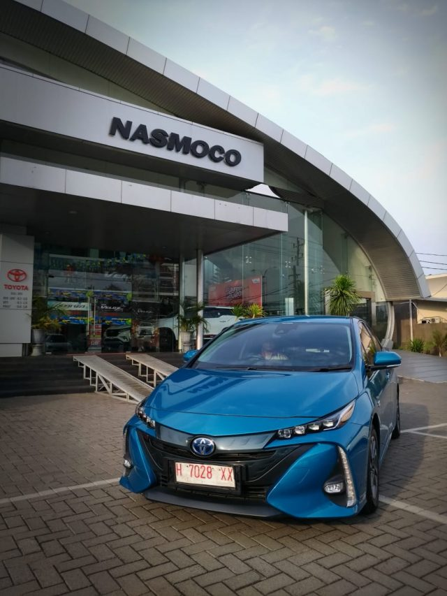 PRIUS PHEV- Nasmoco Group sebagai diler resmi Toyota di wilayah Jawa Tengah dan DIY memperkenalkan Prius PHEV kendaraan elektrifikasi Toyota, Kamis (16/1/2020). FOTO : ANING KARINDRA/JATENG POS