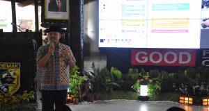 SEMINAR : Wakil Bupati Demak Joko sutanto saat menjadi pembicara dalam seminar kebangsaan bagi kaum muda se Kabupaten Demak.